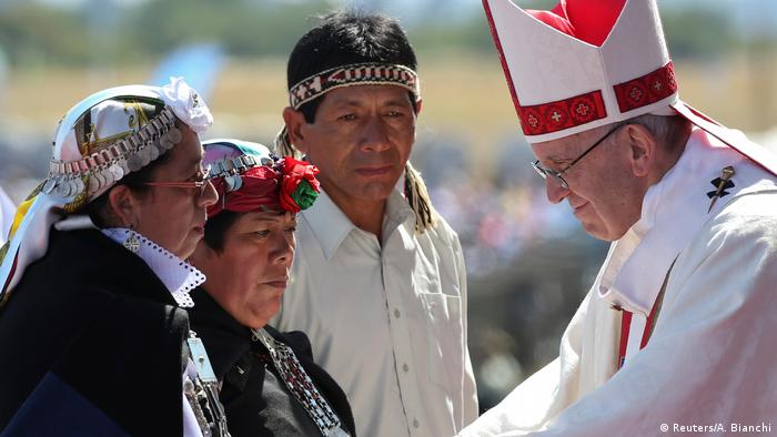 Chile Papst Franziskus in Temuco   Mapuche (Reuters/A. Bianchi)