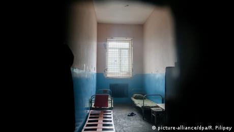 Спершу бив, тепер захищає: тюрми та інтернати без катувань (відео)