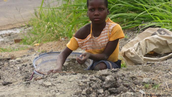 Mosambik Tradition in der Stadt Chimoio (DW/Bernardo Jequete)