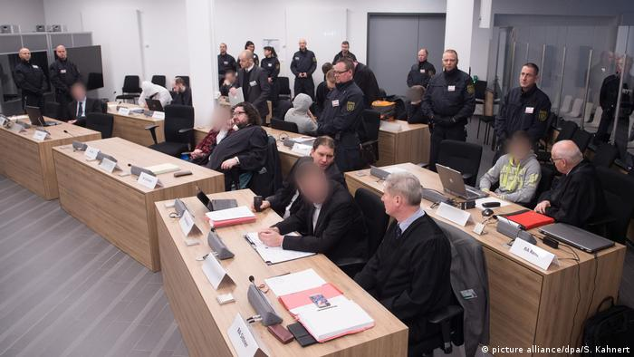 View of the courtroom in Dresden during the trial   (picture alliance/dpa/S. Kahnert)