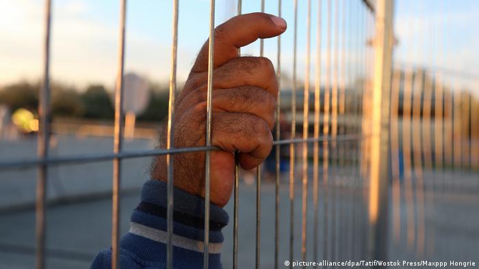 Grenze Ungarn - Österreich 2015, Hand von Flüchtling