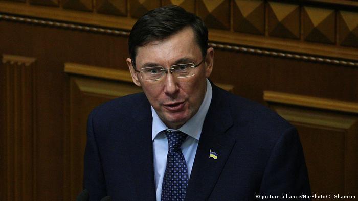 Юрій Луценко нагадав про незаконність парамілітарних формувань