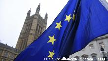 European Union and British flags are waved and exposed outside the Parliament, London on January 9, 2018. Brussels accuses David Davis of hypocrisy over EU discrimination claim. Brexit secretary'Äôs leaked letter to Theresa May claims UK business interests damaged by EU'Äôs warnings on no-deal scenario. (Photo by Alberto Pezzali/NurPhoto) | Keine Weitergabe an Wiederverkäufer.