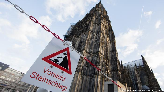 Cologne cathedral cordoned off (picture alliance/dpa/R. Vennenbernd)
