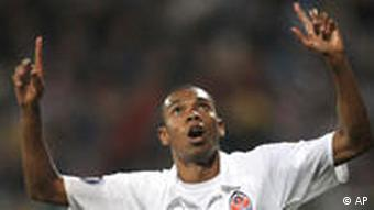 Fernandinho points to the sky