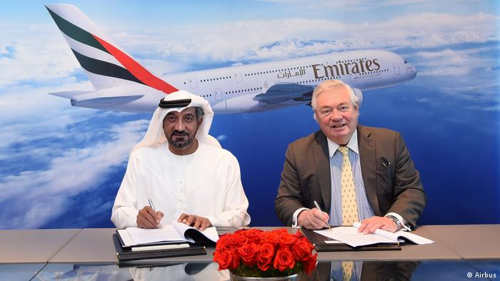 Picture showing Sheikh Ahmed bin Saeed Al Maktoum and John Leahy at signing a contract