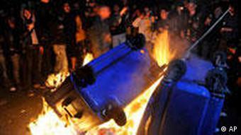 Demostrators set fire to street bins
