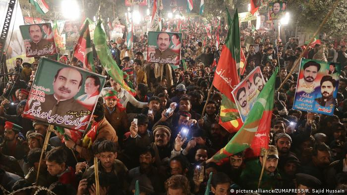 Nawaz has always played with his 'own umpires', says Imran Khan