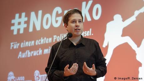 Kevin Kühnert speaks in front of a #NoGroKo banner (Imago/R. Zensen)