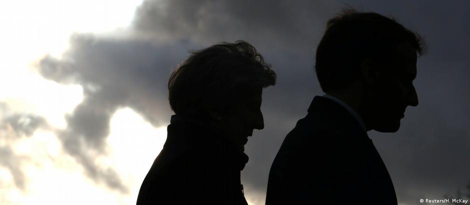 May e Macron durante a cúpula de Sandhurst