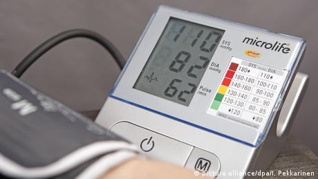 Blutdruck Messgerät (picture-alliance/dpa/I. Pekkarinen)