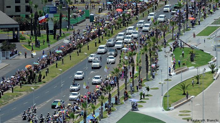 Chile Papst Franziskus weist bei Messe in Iquique auf Not von Einwanderern hin