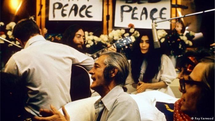 Aufnahme zu Give Peace a Chance mit Yoko Ono (Roy Kerwood)
