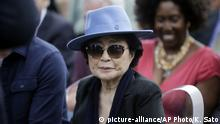 17.10.2016 Yoko Ono appears before the dedication ceremony for her permanent art installation, a sculpture called SKYLANDING, at Jackson Park, Monday, Oct. 17, 2016, in Chicago. It is Ono's first permanent public art installation in the United States. (AP Photo/Kiichiro Sato) |