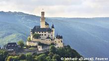 Marksburg in diffusem Licht, Burg über der Stadt Braubach im Rheintal, Oberes Mittelrheintal, Rheintal | Verwendung weltweit