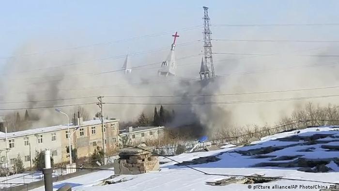 China Zerstörung der Golden Lampstand Church (picture alliance/AP Photo/China Aid)