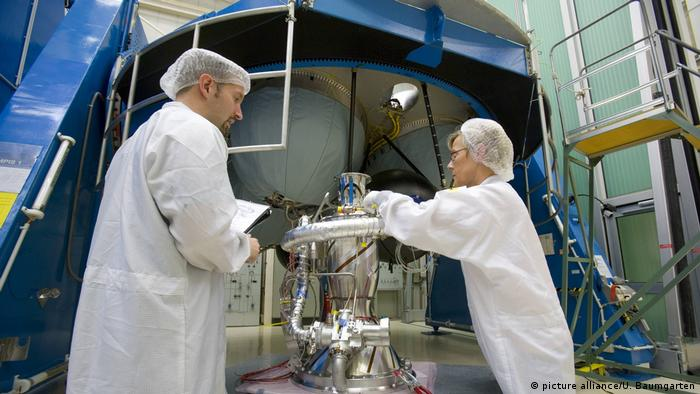 Konstruktion Oberstufe der Ariane 5 bei Airbus Defence and Space. (picture alliance/U. Baumgarten)