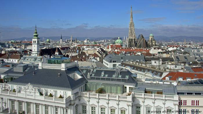 Panoramic view over Vienna (picture alliance/ IMAGNO/G. Trumler)