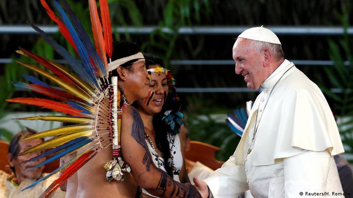 Peru Papst besucht Völker des Amazonasgebiet in Puerto Maldonado (Reuters/H. Romero)