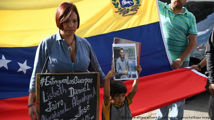 Venezuela Trauer um Oscar Perez | Ehefrau (picture-alliance/Zuma Press/Roman Camacho/Sopa Images)
