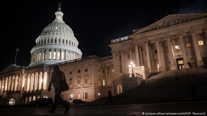 USA Kapitol in Washington | Abstimmung Haushaltssperre (picture-alliance/newscom/UPI/P. Marovich)