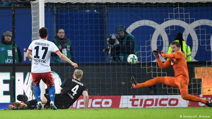 1. Bundesliga - Hamburger SV vs FC Köln (Reuters/F. Bimmer)
