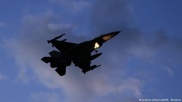 Türkiye Afrin'e yönelik operasyonunu 20 Ocak'tan beri havadan ve karadan sürdürüyor.