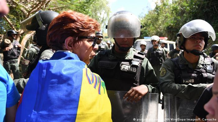VENEZUELA: Venezolanos honran a Óscar Pérez y protestan contra Gobierno