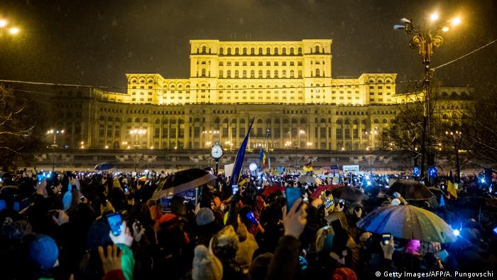 Rumänien Proteste in Bukarest (Getty Images/AFP/A. Pungovschi)