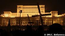 Protest gegen Korruption in Bukarest Fotograf: DW / Cristian Stefanescu Der Anti-Korruptions Marsch in Bukarest, Rumänien, endete vor dem Parlament. Fast 100.000 Menschen nahmen daran Teil. Samstag, 20.01.2018