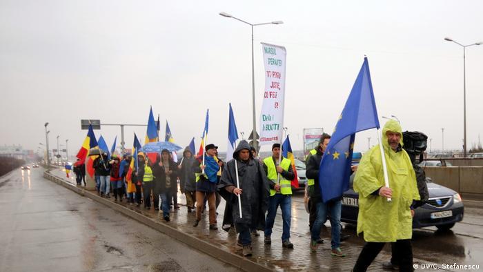 Rumänien Proteste in Bukarest (DW/C. Stefanescu)