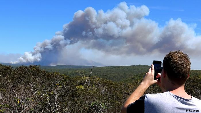 Australia - Wildfires south of Sydney (Reuters)
