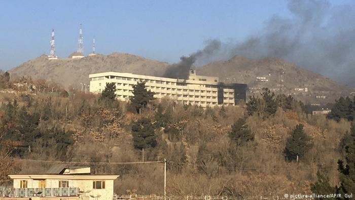 Afghanistan Angriff auf Intercontinental Hotel in Kabul (picture-alliance/AP/R. Gul)