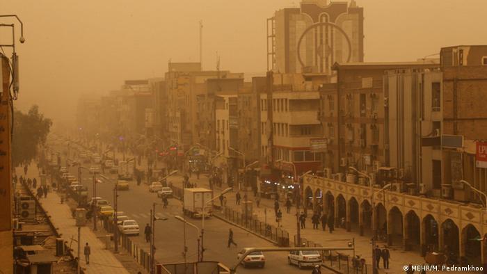 Iran Sandsturm in Ahwaz (MEHR/M. Pedramkhoo)