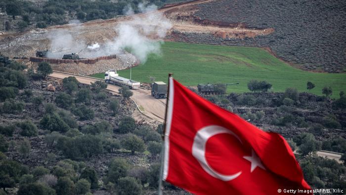 Türkei Grenze Syrien Artilleriebeschuß Operation Olivenzweig (Getty Images/AFP/B. Kilic)