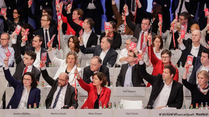 Außerordentlicher SPD-Parteitag Abstimmung über Große Koalition