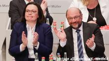 Председатель фракции СДПГ в бундестаге Андреа Налес и лидер партии Мартин Шульц на съезде в Бонне