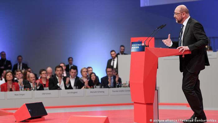 Außerordentlicher SPD-Parteitag SPD-Parteivorsitzender Martin Schulz (picture alliance / Federico Gambarini/dpa)