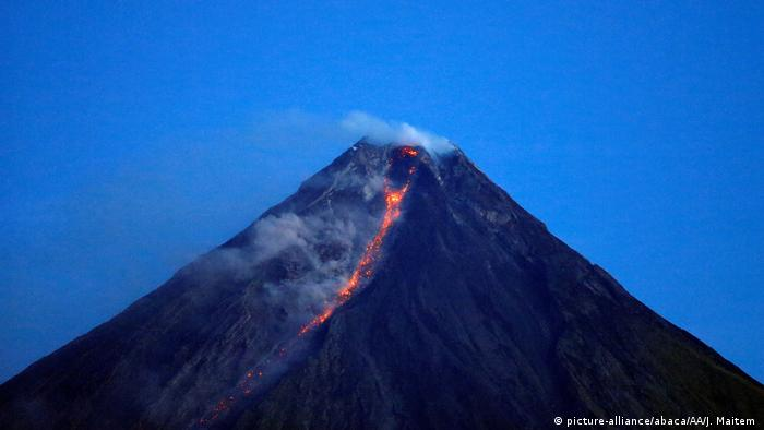 Philippinen Eruption Vulkan Mayon (picture-alliance/abaca/AA/J. Maitem )