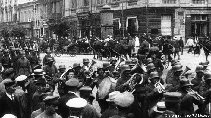 Немецкие солдаты входят в Киев. Март 1918 г.