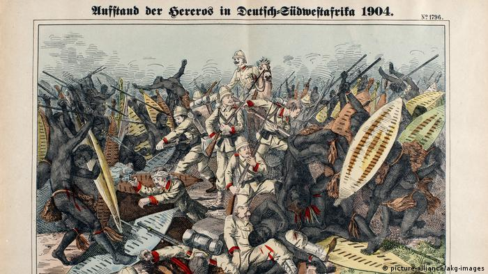 A historic picture showing German soldiers killing Hereros and Namas (picture-alliance/akg-images)