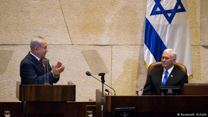 Israeli Prime Minister Benjamin Netanyahu und US Vice President Mike Pence in Jerusalem (Reuters/A. Schalit)