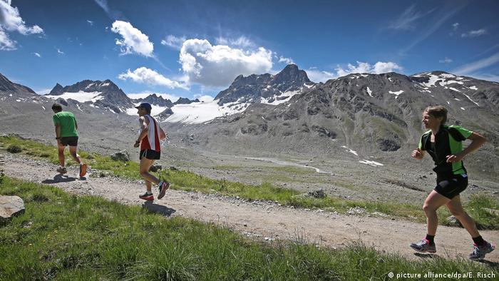 Schweiz BG Davos | Alpenmarathon 2016 (picture alliance/dpa/E. Risch)