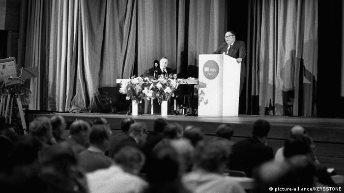 Schweiz BG Davos | Erstes World Economic Forum 1971 Herman Kahn (picture-alliance/KEYSSTONE)