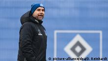 Fußball Training Hamburger SV mit Bernd Hollerbach (picture-alliance/dpa/D. Reinhardt)