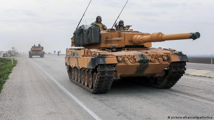 A Leopard 2A4 tank heading toward the Syrian border in Turkey