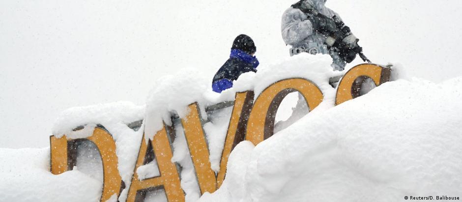 Elite mundial se encontra por alguns dias no vilarejo suíço coberto de neve