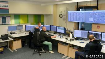 В диспетчерской Gascade в Касселе следят за целой сетью газопроводов, в том числе за OPAL и Eugal