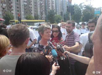 Bakira Hasečić smatra da se donošenje zakonskih akata opstruira od strane vlasti, što ujedno potkrepljuje i tvrdnje iz izvještaja UN-a