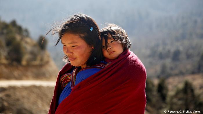 Tanzbars und Handys: Bhutan im Wandel der Zeit (Reuters/C. McNaughton )